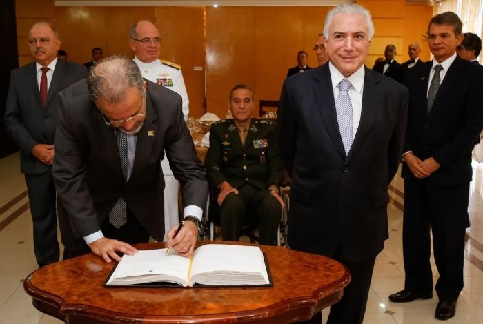 Brasília - O presidente Michel Temer e o ministro da Defesa, Raul Jungmann durante reunião do Conselho Militar de Defesa, no Ministério da Defesa (Marcos Corrêa/PR)