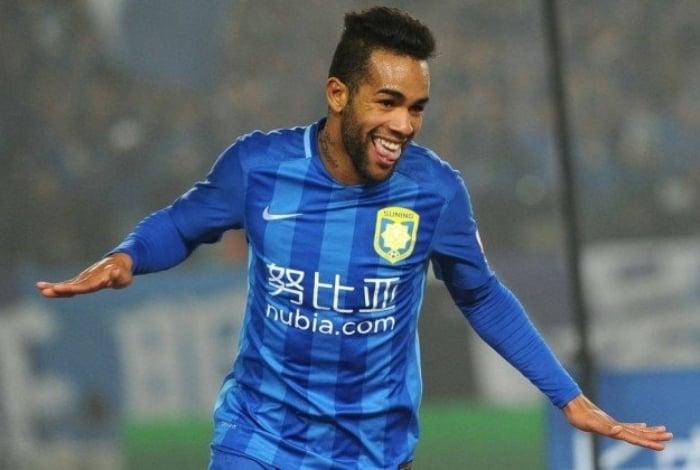 Alex Teixeira se transferiu da Ucrânia para a China por R$ 218 milhões
