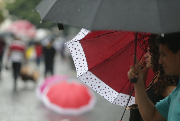 Rio tem segunda-feira chuvosa