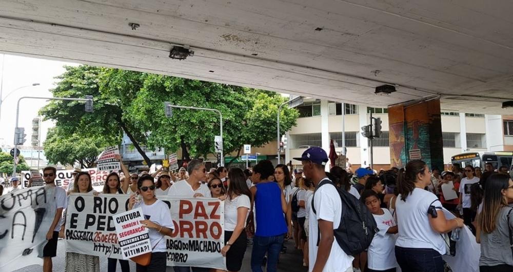 Moradores vão às ruas manifestar contra a violência no Rio e Região Metropolitana