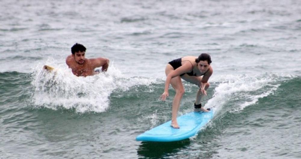Sophia Abrah�o e S�rgio Malheiros surfam juntos