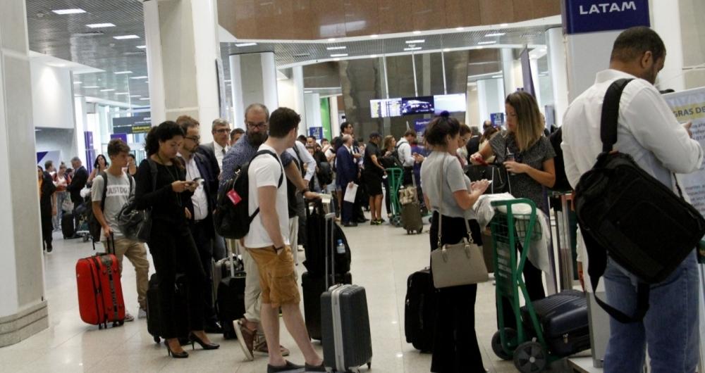 Bagagens não derrubam preço dos bilhetes aéreos
