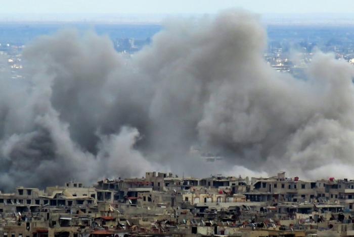 Ataques aéreos no enclave rebelde de Ghuta Oriental nesta terça-feira comprometendo a