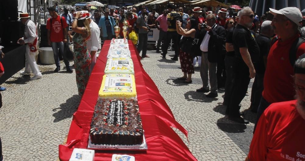Aniversário do Rio foi comemorado com bolo gigante
