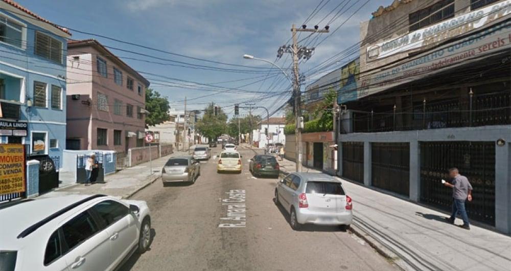 Rua Amaral Costa, em Campo Grande, onde mulher foi encontrada morta e homem ferido