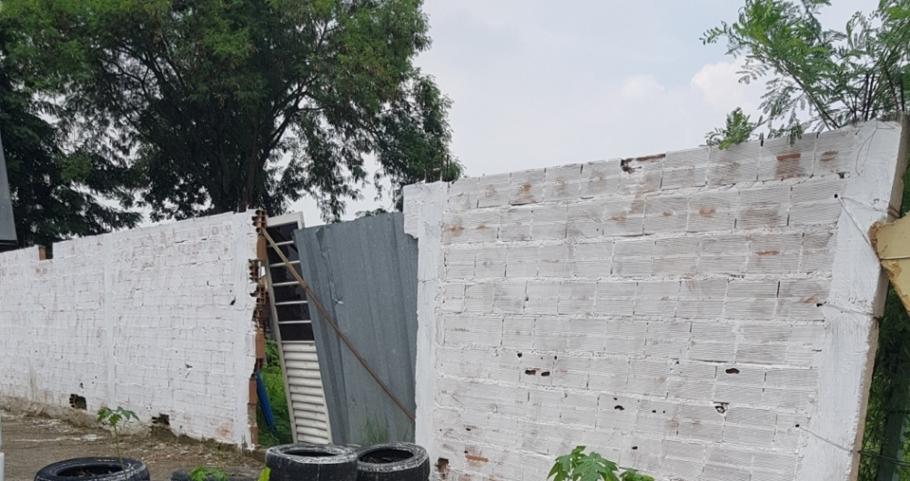 Moradores constru�ram canteiro