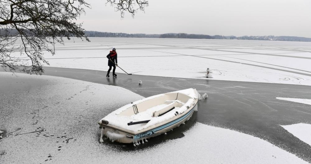 Neve mudou cenário de lago na Alemanha