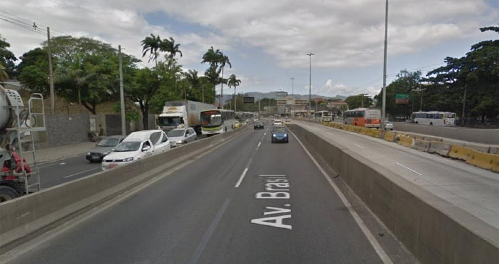 Bandidos anunciaram assalto na altura de Ramos, mas abordagem da pol�cia ocorreu perto da passarela 7 da Avenida Brasil