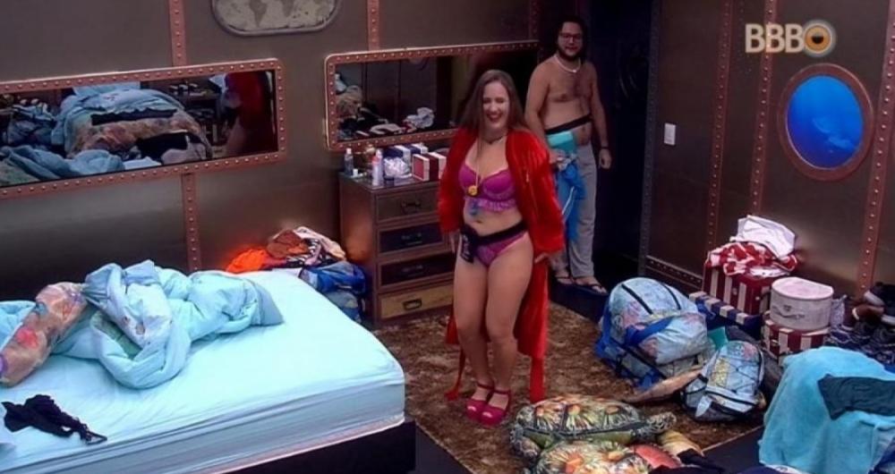 Patr�cia comemorou a vit�ria desfilando de lingerie