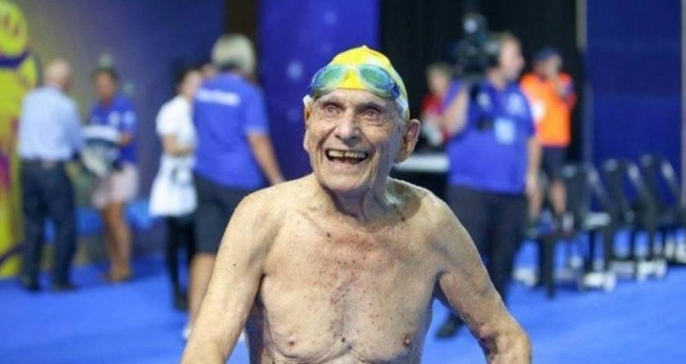 George Corones, de 99 anos, bateu o recorde mundial