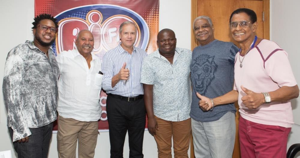 Na Rio FM: o diretor-executivo Mário Reis e o Fundo de Quintal.