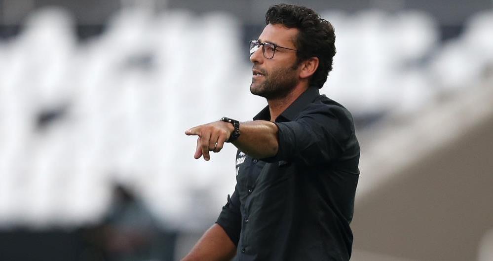 Alberto Valentim comanda o Botafogo contra o Bangu