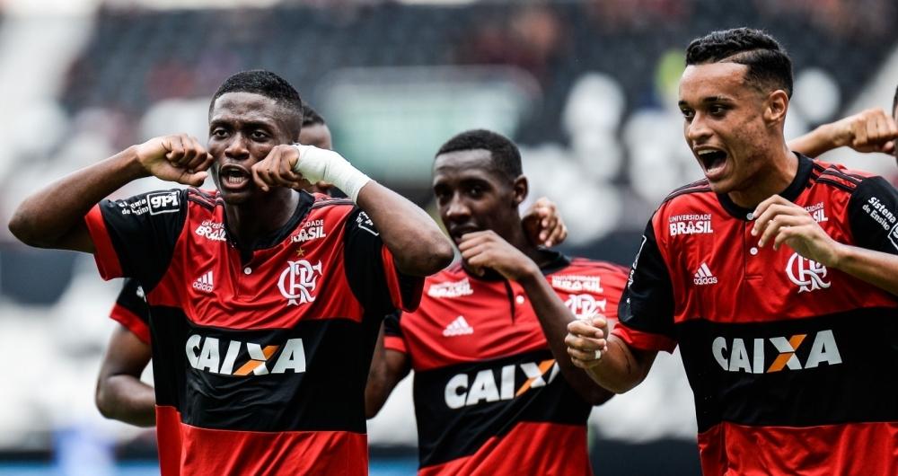 Jogadores do Flamengo ironizam rivais