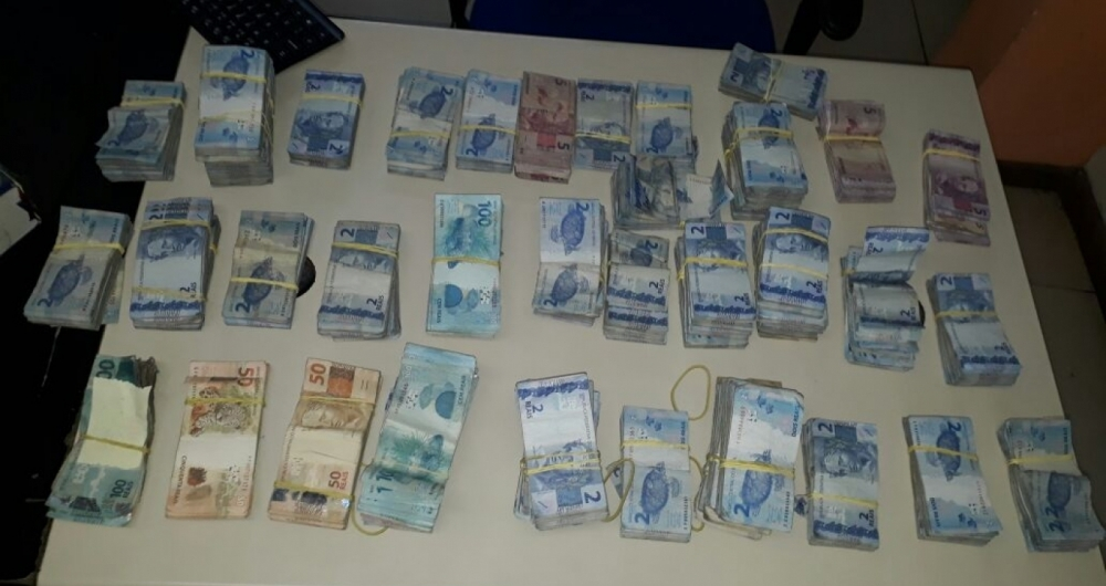 Polícia apreendeu dinheiro roubado por assaltantes