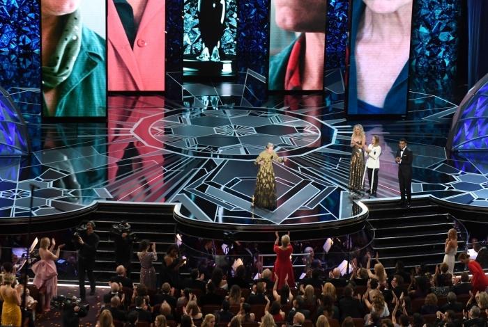 O momento da noite: Frances McDormand põe o Oscar no chão e pede que as indicadas se levantem