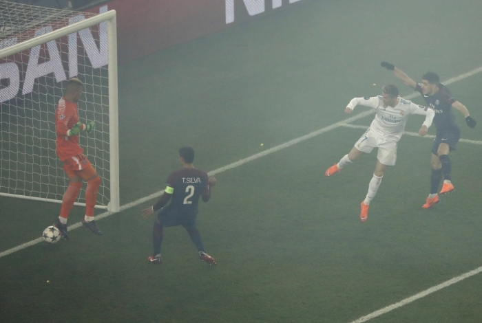 Real Madrid's Portuguese forward Cristiano Ronaldo (2R)  scores the opening goal  during the UEFA Champions League round of 16 second leg football match between Paris Saint-Germain (PSG) and Real Madrid on March 6, 2018, at the Parc des Princes stadium in Paris. / AFP PHOTO / PIERRE-PHILIPPE MARCOU
