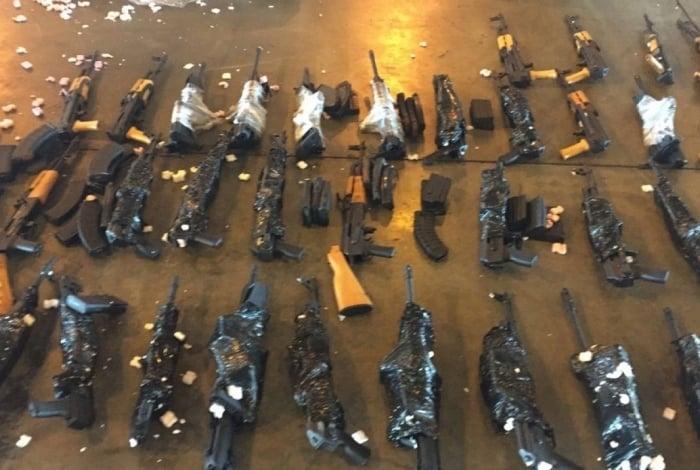60 Fuzis foram apreendidos no Galeão em junho de 2017