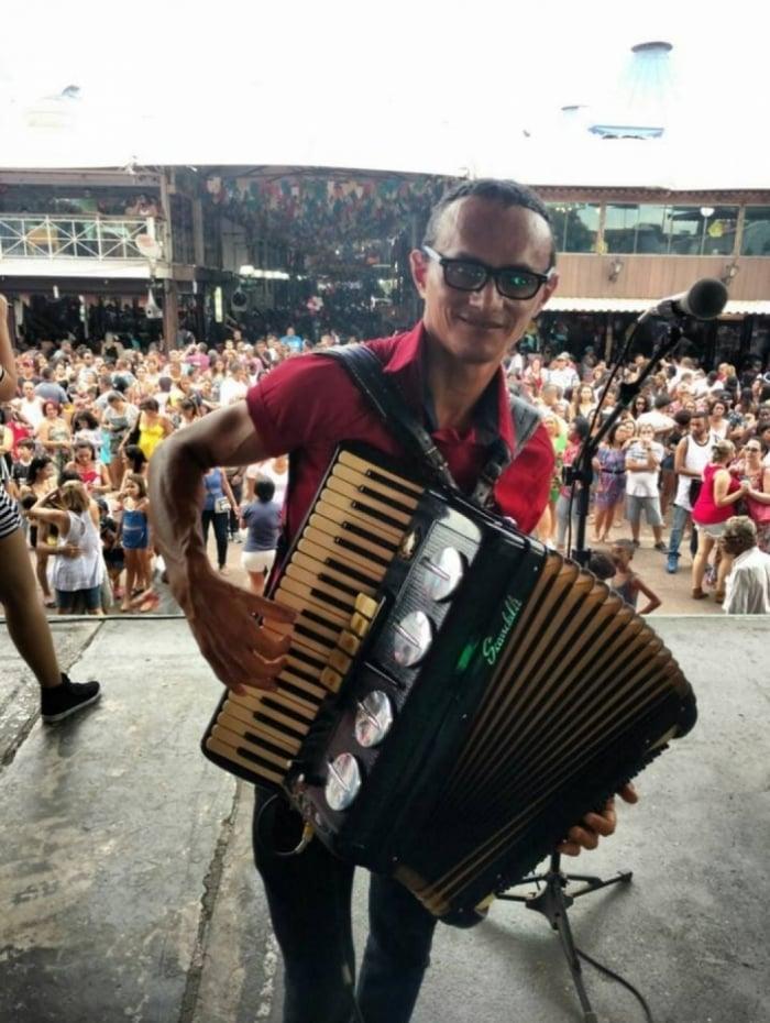 Zezinho toca na Feira de São Cristóvão desde 1998