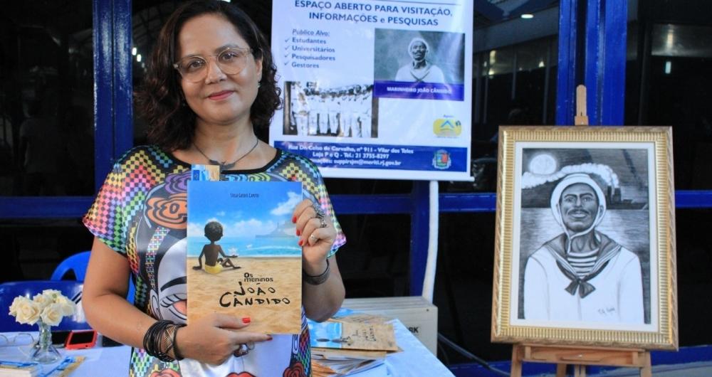 Stela Caputo: escritora homenageou o her�i da Revolta da Chibata em 'Os Meninos Jo�o C�ndido'
