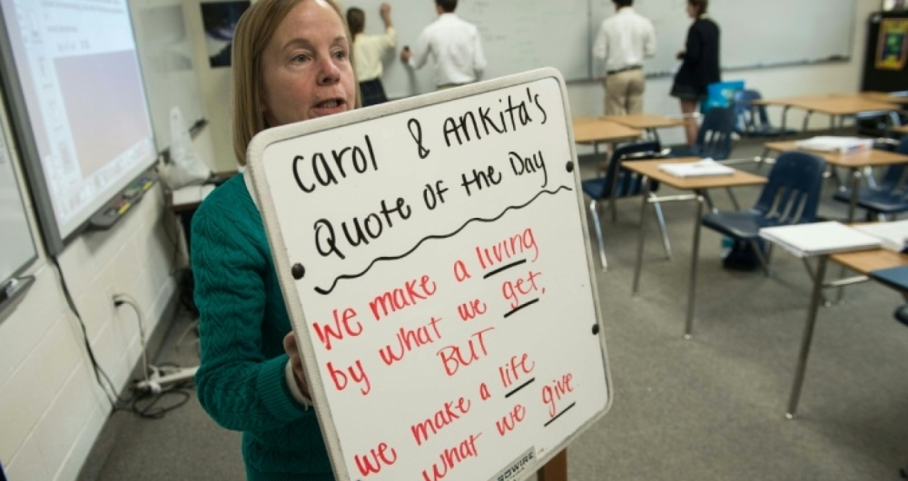 Em salas de aula do colégio preparatório Worcester em Berlin (Maryland) foram instalados quadros à prova de balas para que os professores possam usá-los em caso de ataques a tiros na instituição