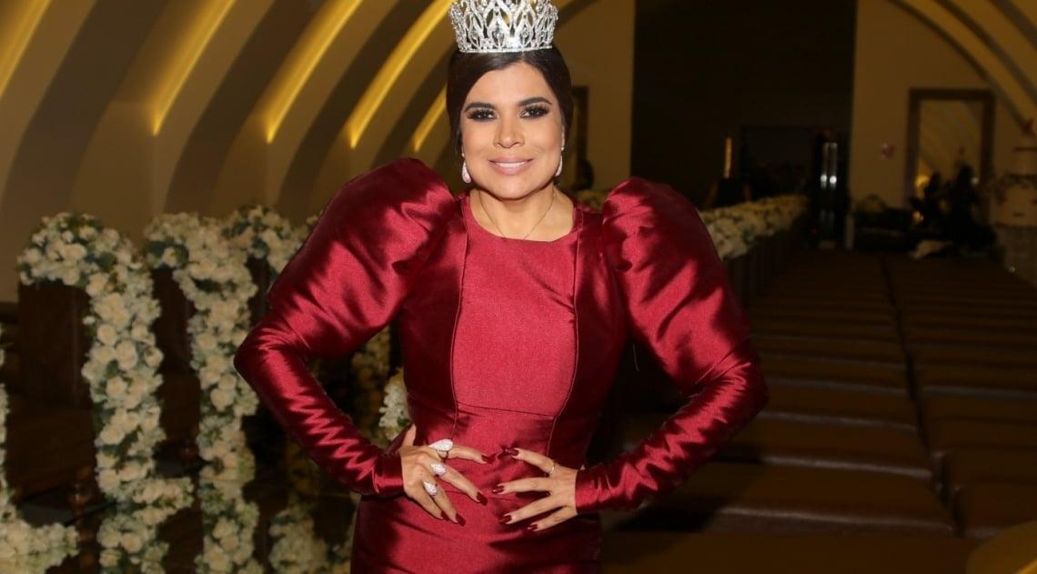 Mara Maravilha comemora seu aniversário de 50 anos com festão