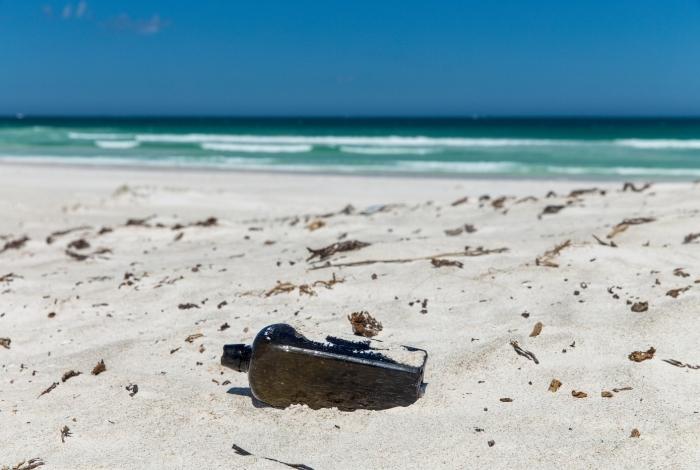 Garrafa com mensagem de 132 anos foi encontrada a 160 km da cidade de Perth, na Austrália.