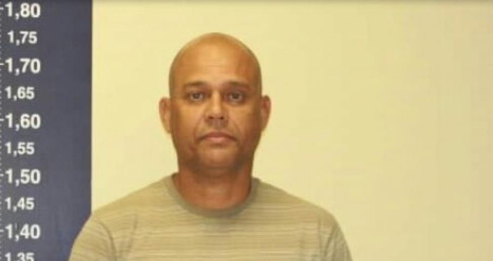 Vice-presidente da Câmara de Vereadores de Mesquita, Amaury Trindade, foi preso em flagrante por posse ilegal de arma, munição e furto de energia.