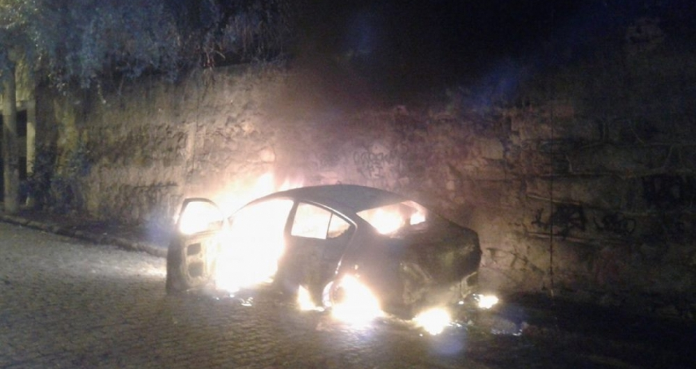 Carro com um corpo dentro foi incendiado em Santa Teresa