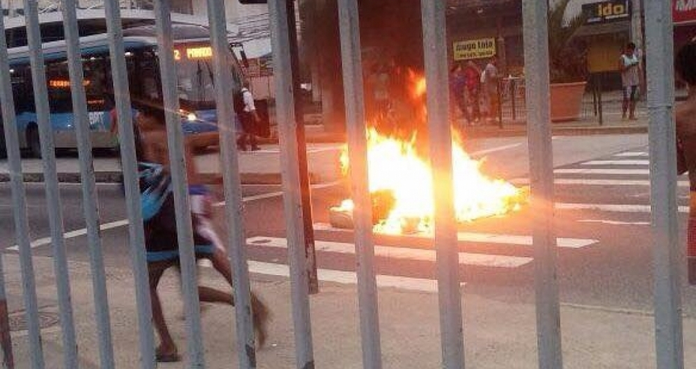 Protesto na C�ndido Ben�cio na Pra�a Seca