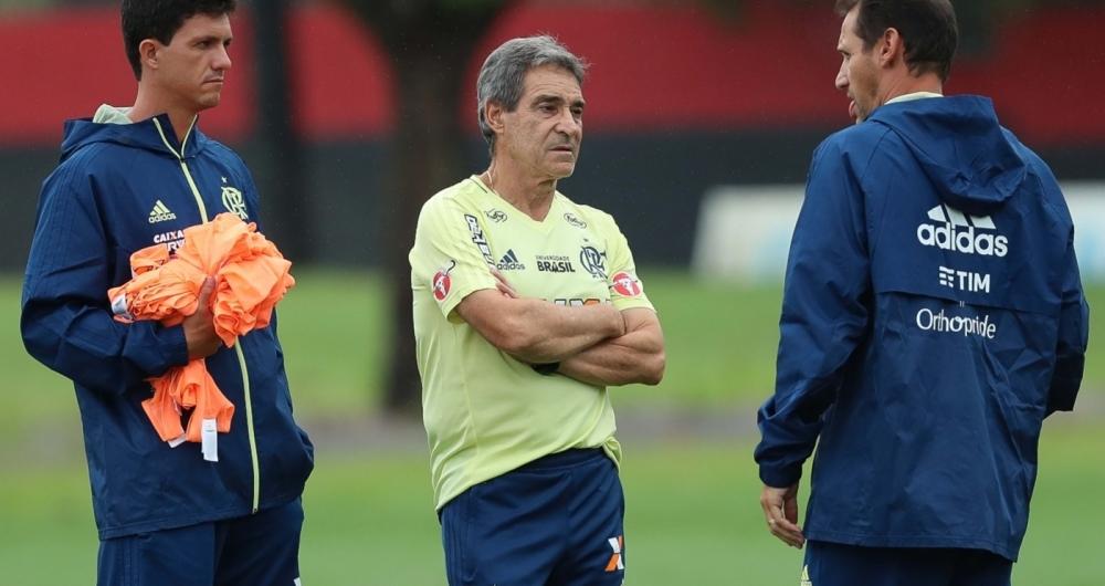 Flamengo vence Emelec de virada com dois gols de Vinícius Júnior