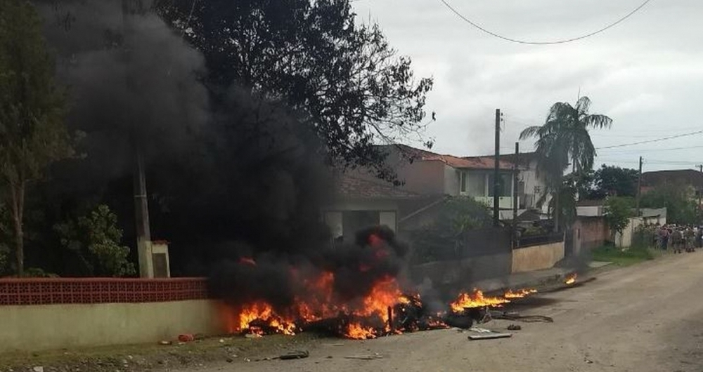 Helicóptero caiu em Joinville e deixou três mortos.