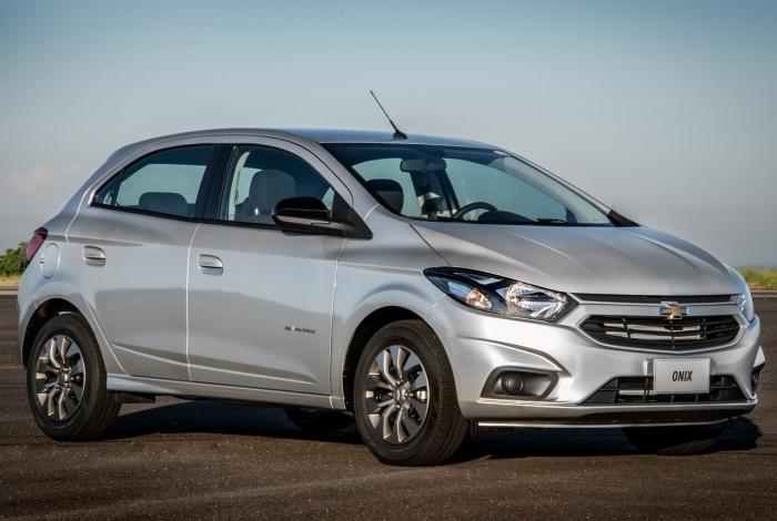 O cliente Teodoro Silva adquiriu um Chevrolet Onix 2018 na Dig, concession�ria da marca, em Vig�rio Geral, na Zona Norte do Rio
