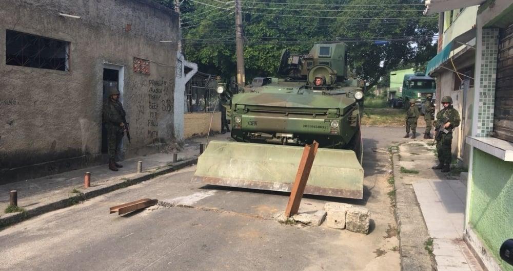 Militares retiraram novos obst�culos feitos por criminosos nas vias