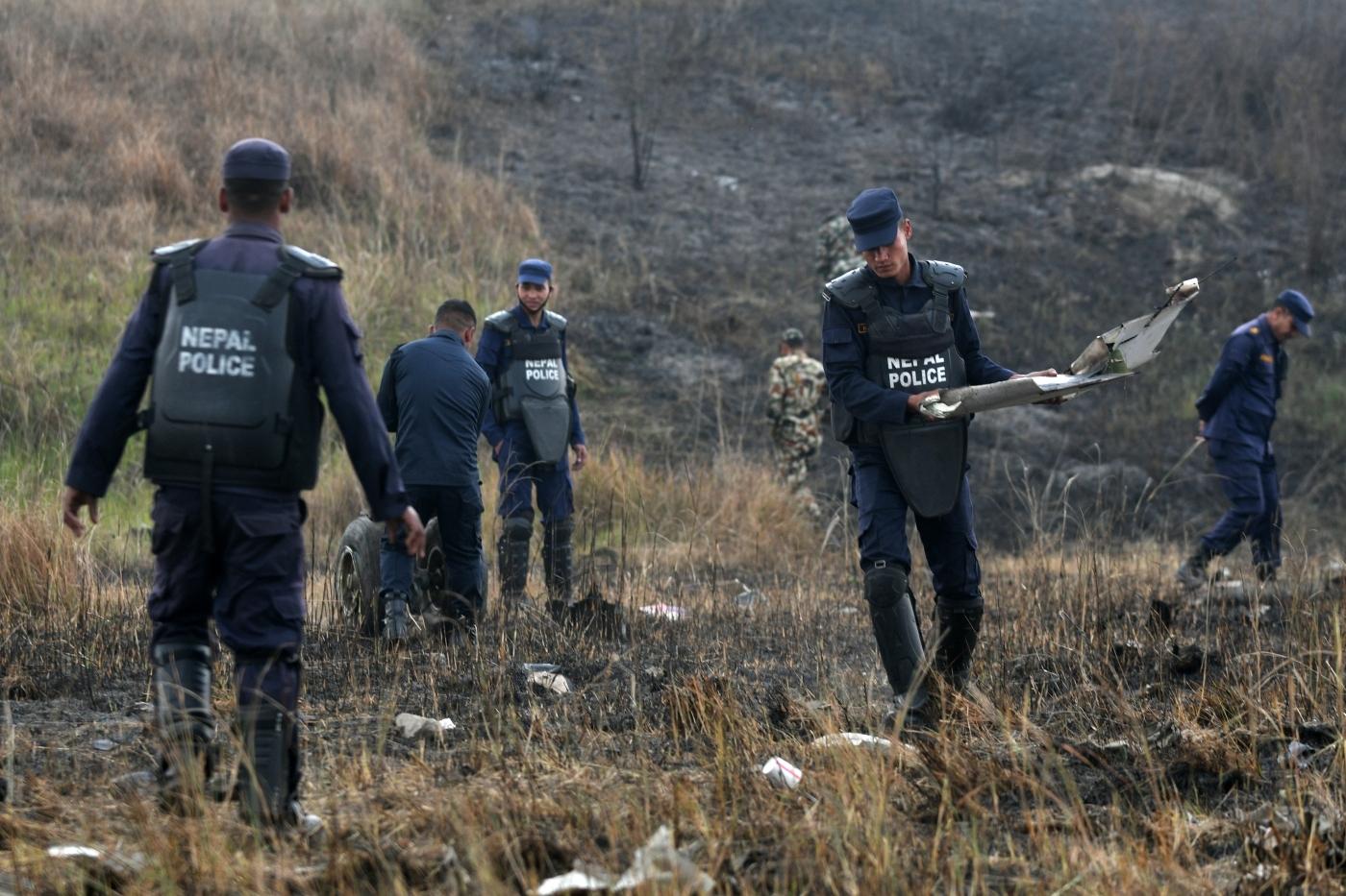 Resultado de imagem para Queda de avião no Nepal deixa quase 50 mortos