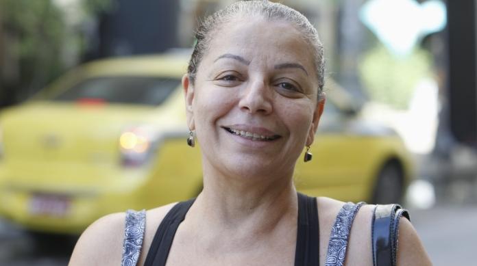ROS�NGELA DE CARVALHO, 60 anos, aposentada, mora no Centro do Rio.