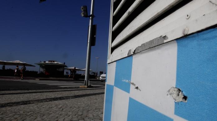 Dois tiros atingiram cabine da PM em frente à Figueiredo de Magalhães
