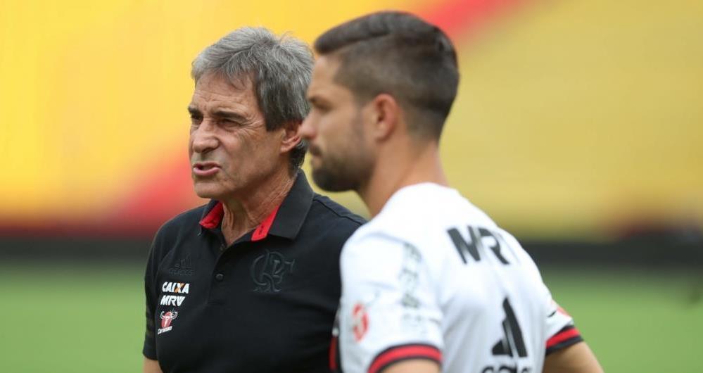 Carpegiani e Diego no treino do Flamengo em Guayaquil