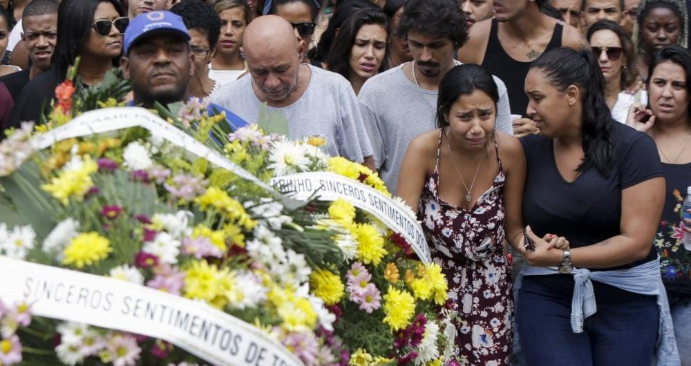 Foi sepultada, na tarde desta terça feira, a estudante Tarcilla Pereira dos Santos