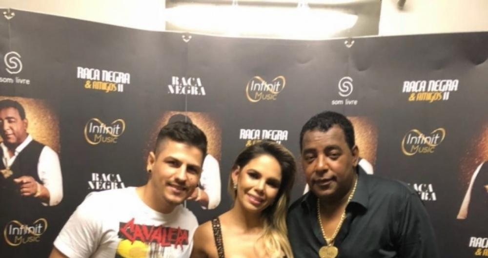 Frajola e S�mya - vocalistas da Banda Magn�ficos ao lado de�Luiz Carlos do Ra�a Negra