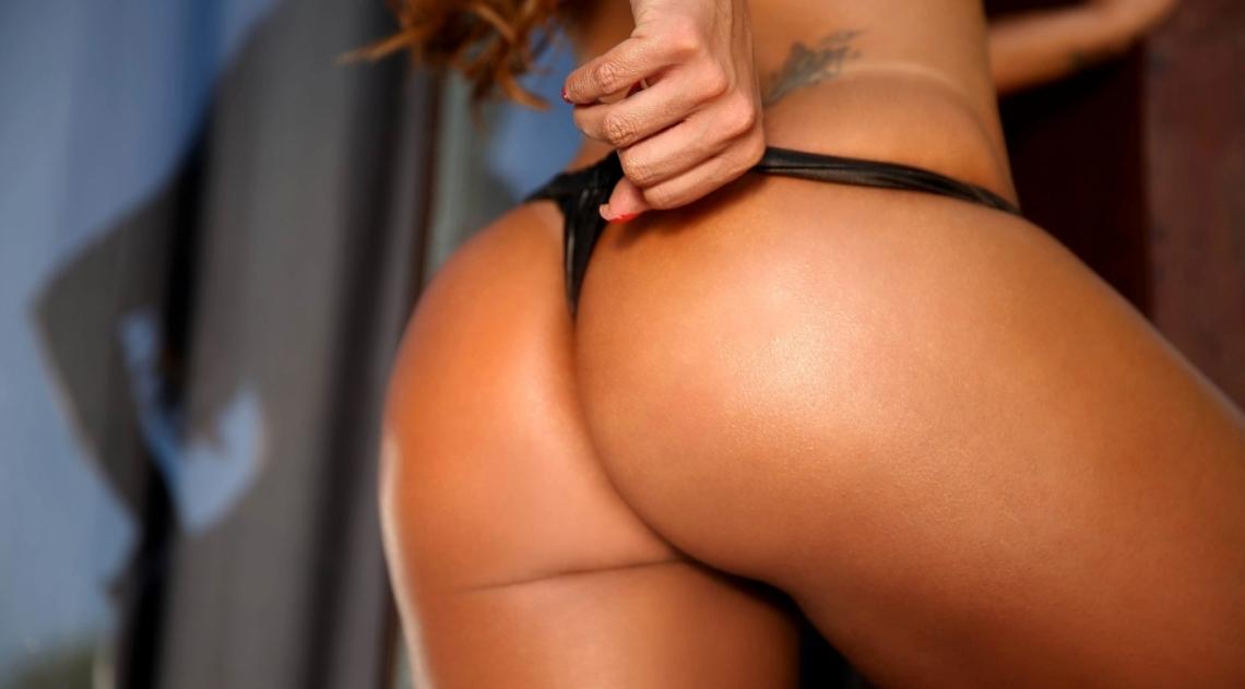 Dani Sperle em ensaio sensual