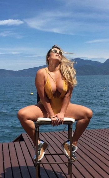 Fani Pacheco posa sensual para revista