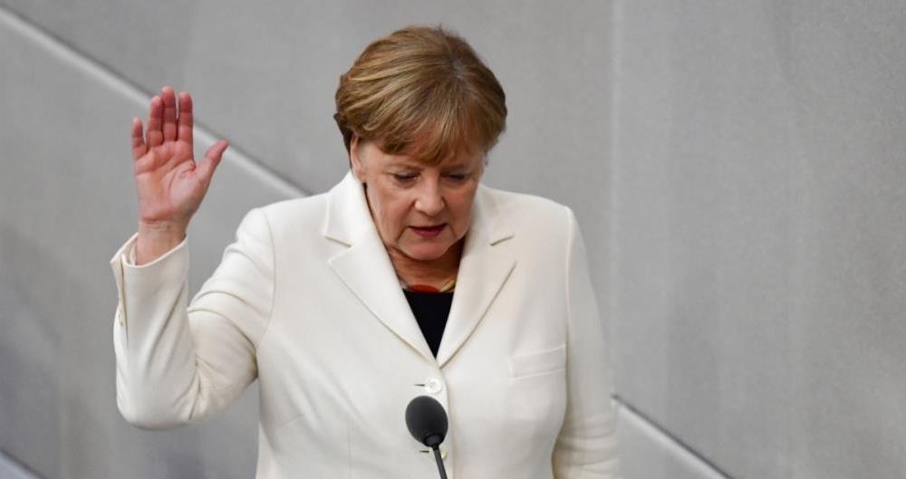 A chanceler alem�, Angela Merkel, prestou juramento para um quarto mandato, que provavelmente ser� o �ltimo em que estar� � frente da primeira economia da Europa.