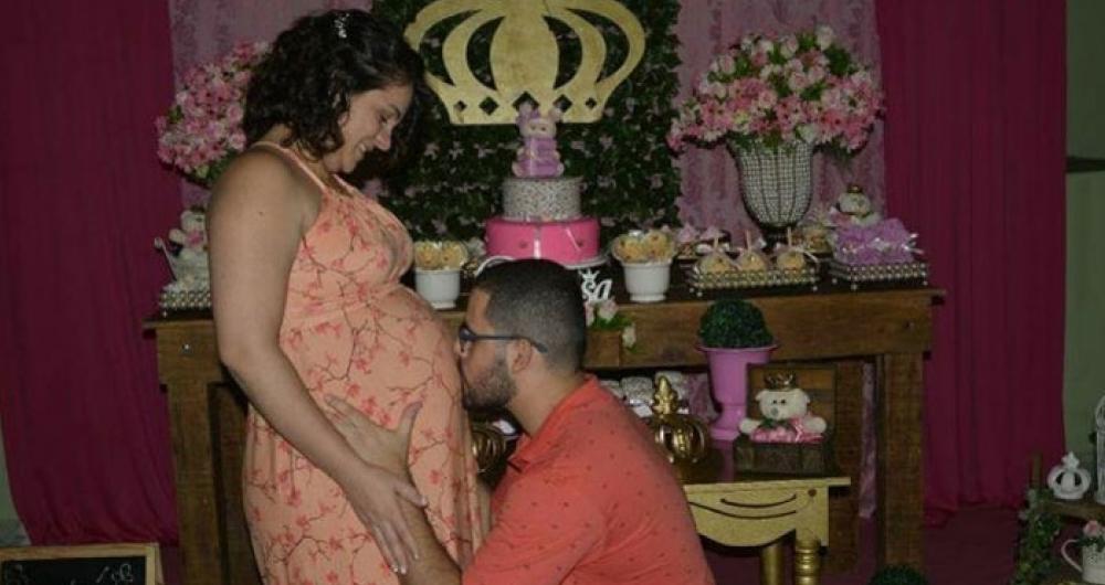 Bebê morreu minutos após o parto no Hospital Daniel Lipp, em Duque de Caxias. Casal acusa hospital de negligência e má conduta de médico