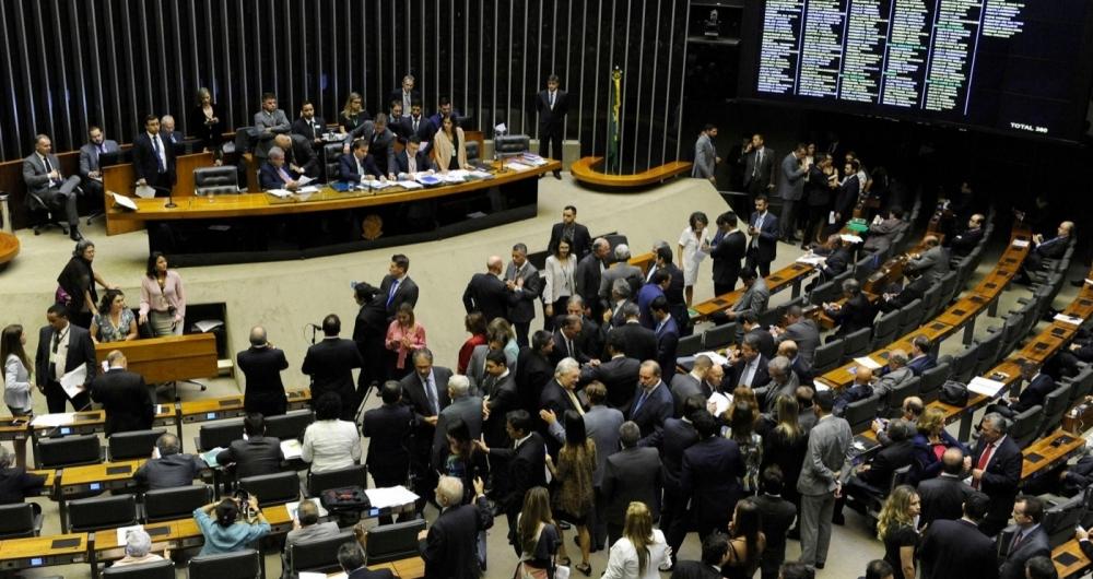 Deputados federais aprovam flexibiliza��o do hor�rio de transmiss�o da Voz do Brasil.
