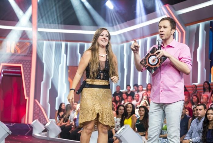 Patrícia com Tiago Leifert logo após ser eliminada do reality da Globo
