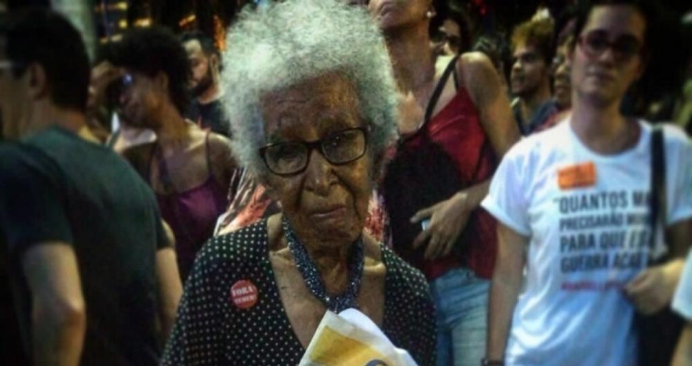 Dona Santinha levou O DIA para ato de protesto na Cinel�ndia
