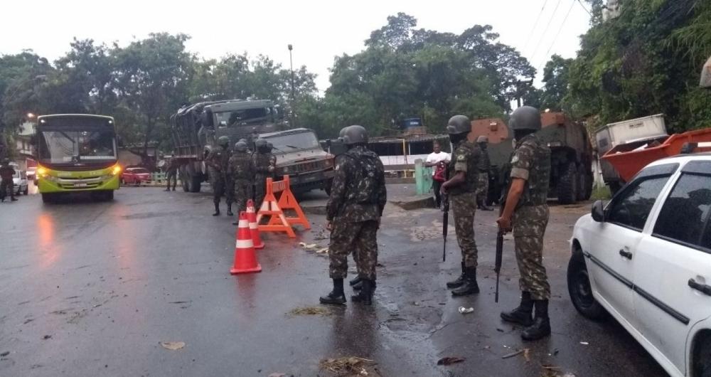 Exército realiza operação na comunidade do Viradouro, nesta quinta-feira