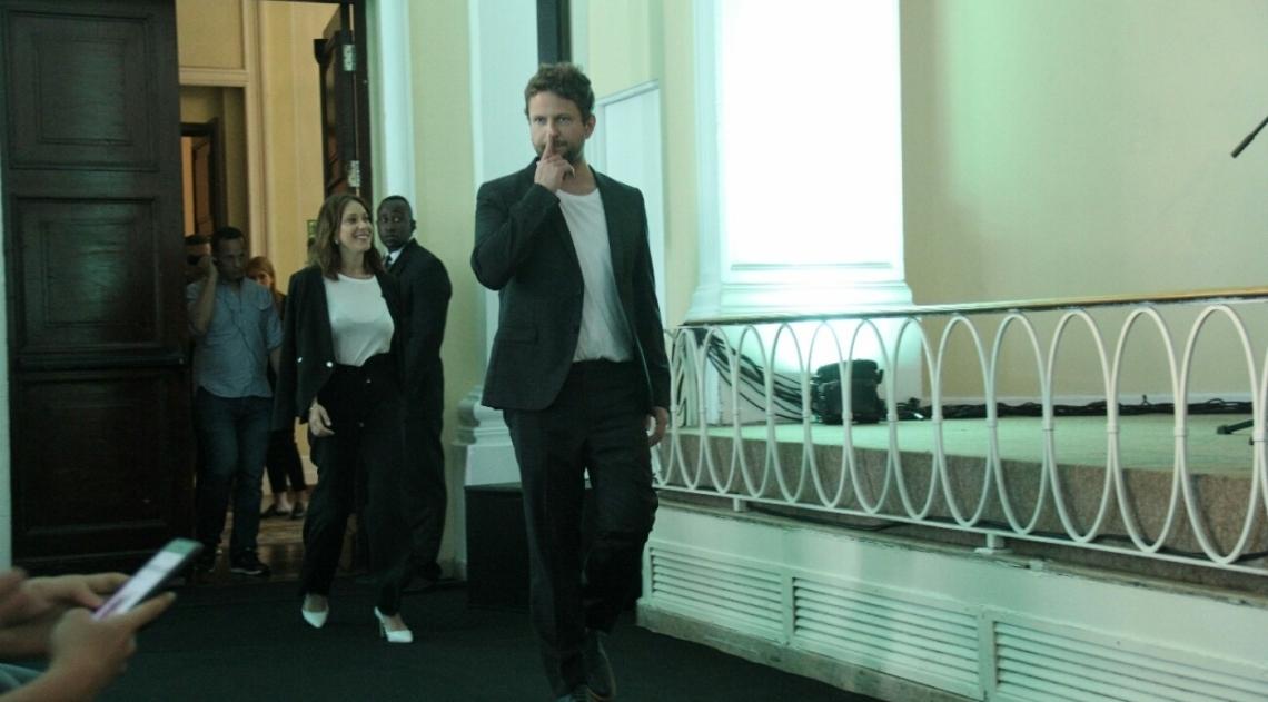 Famosas participam de coletiva de imprensa da s�rie 'O Mecanismo'
