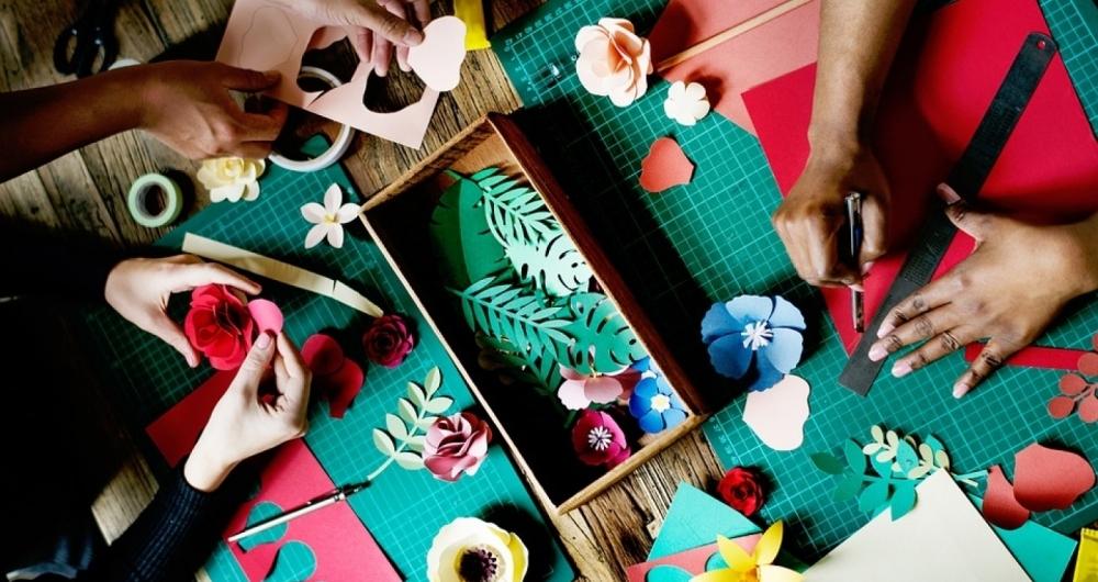 Feira de artesanato com materiais recicl�veis ajuda na gera��o de renda de catadores do extinto Aterro de Jardim Gramacho