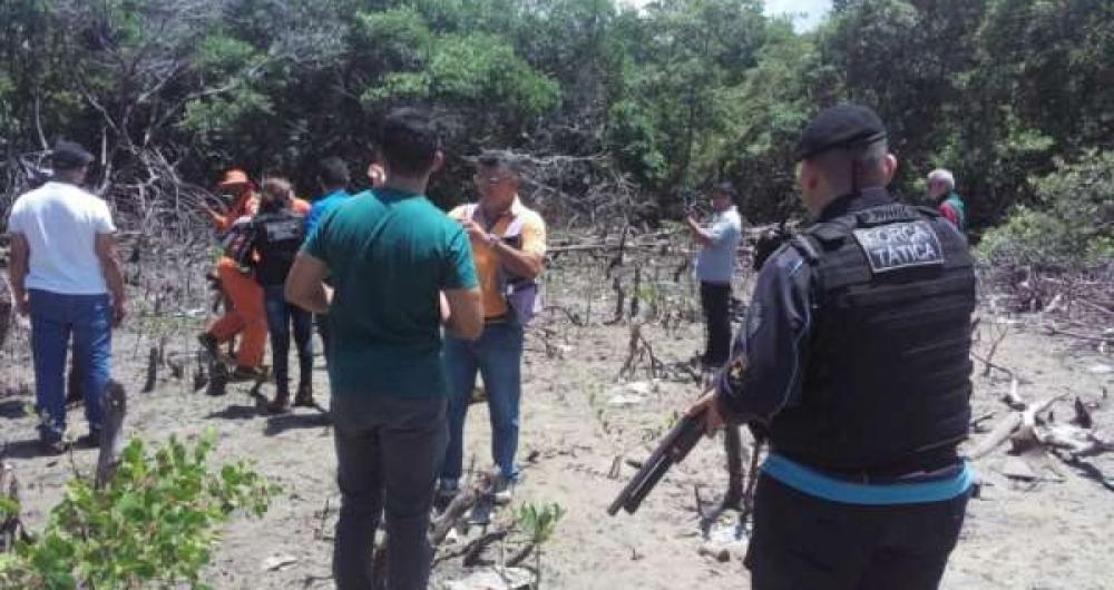 Equipes encontraram pe�as de roupas e peda�os de madeira que teriam sido utilizados para agredir as v�timas e foram enterrados junto aos corpos no mangue do Rio Cear�.